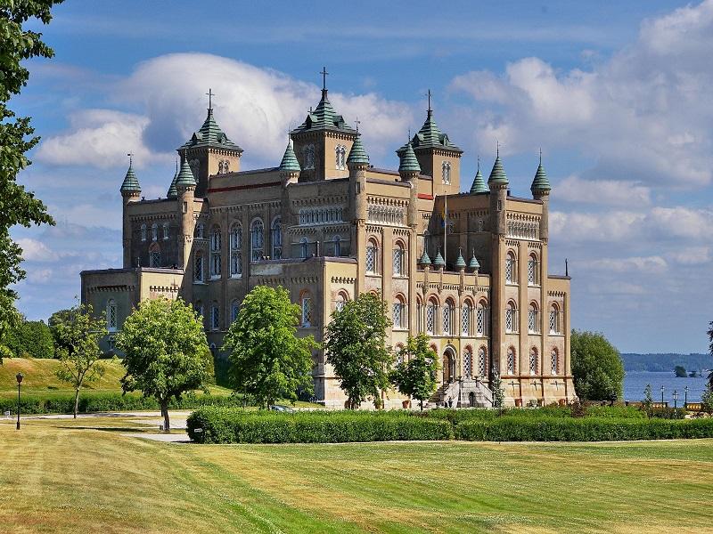 Hjälmare Kanal & Stora Sundby Slott